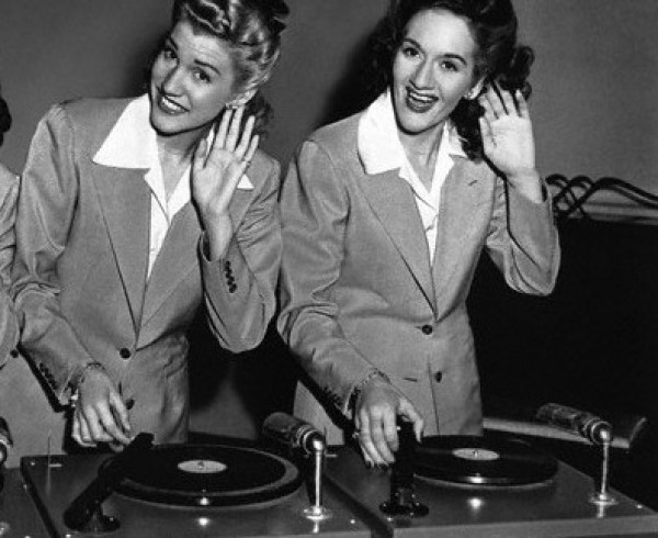 vintage_turntable_ladies